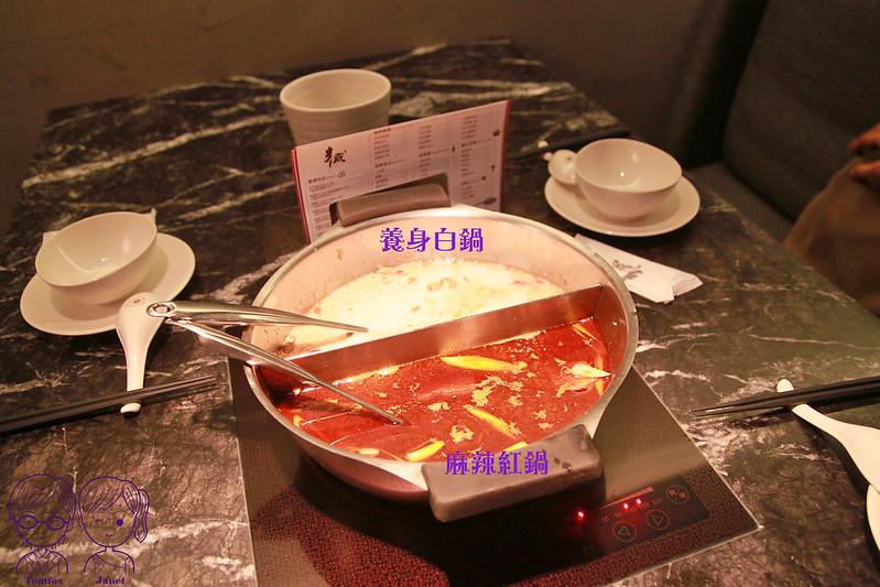 16 辛殿麻辣鍋  麻辣紅鍋+養身白鍋