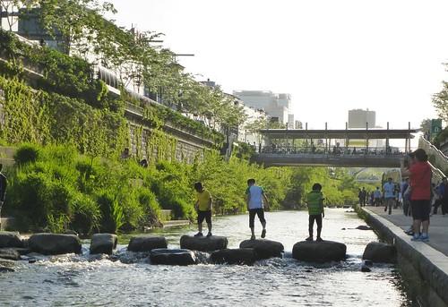 Co-Seoul 2-Cheonggyechen-Canal (1)