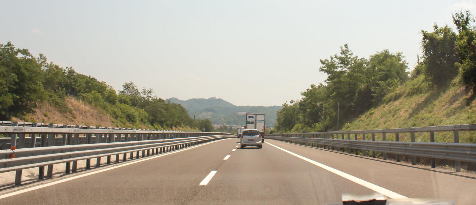 Дорога Милан - Генуя около 140 километров.
