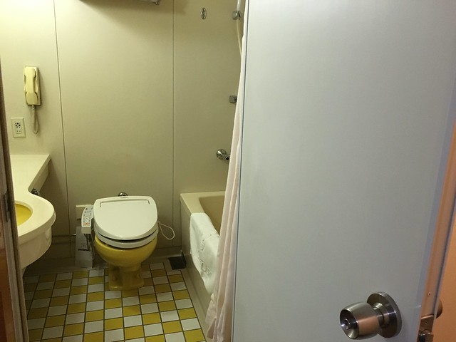 浴廁的門是外開式的@克里歐法庭博多飯店Clio Court Hakata Hotel, 日本九州福岡(FUKUOKA / HAKATA)