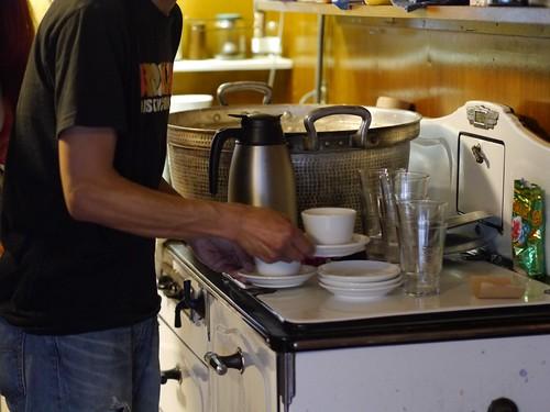 ドロボウと朝ごはんのお店