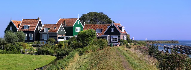 Rozewerf along the dike of Marken