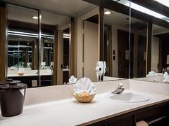 king-parlor-room-vanity-2