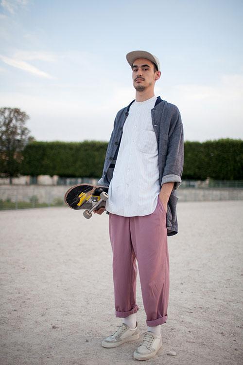 グレーワークジャケット×白バンドカラーシャツ×ピンクカラーパンツ