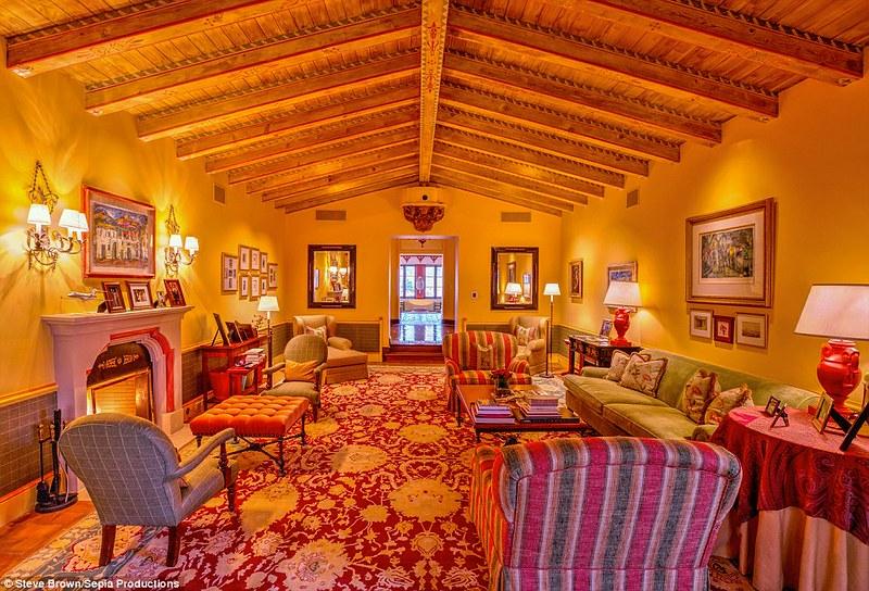 Комната с деревянными балками
