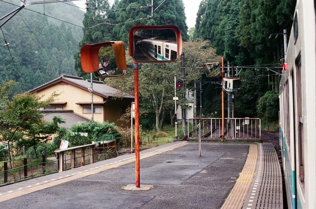鞍馬月台 叡山電車 京都 Kyoto 2015/09/24 在鞍馬月台上等車開,拍一張有自己的畫面。  Nikon FM2 Nikon AI Nikkor 50mm f/1.4S AGFA VISTAPlus ISO400 0950-0016 Photo by Toomore