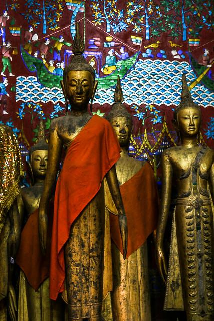 Buddha statues in Wat Xieng Thong, Luang Prabang, laos ルアンパバーン、ワット・シェントーンの仏像たち
