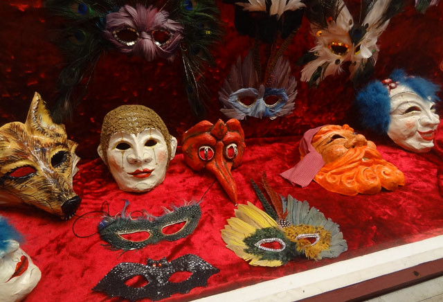masks-display