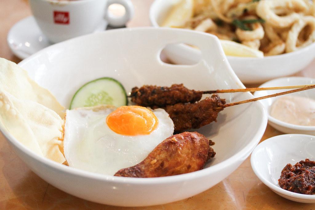 Singapore Marriott Tang Plaza Hotel: Nasi Goreng Istimewa