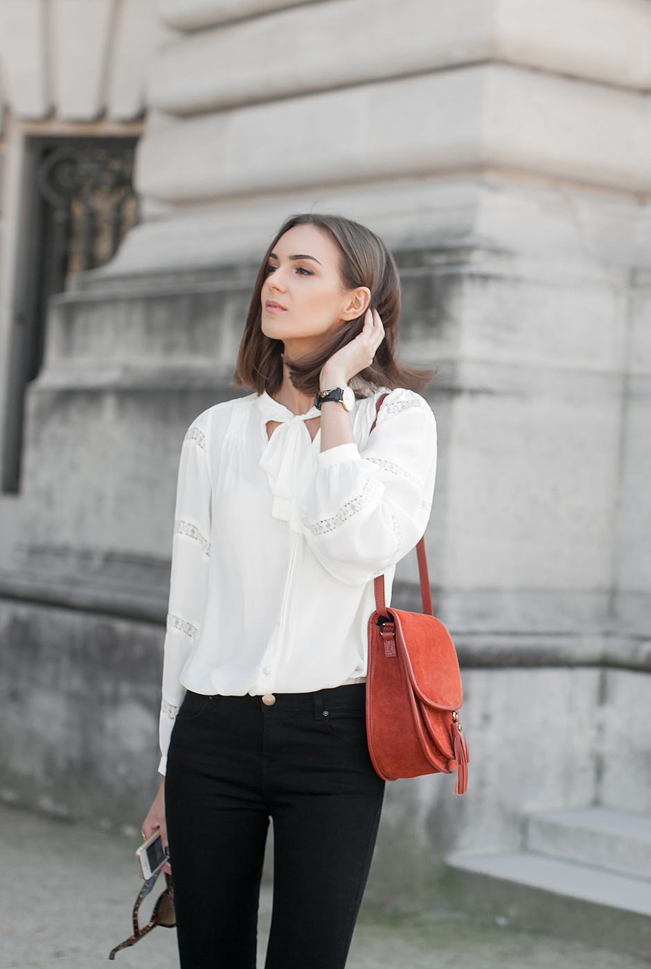 how-to-wear-white-boho-blouse-outfit
