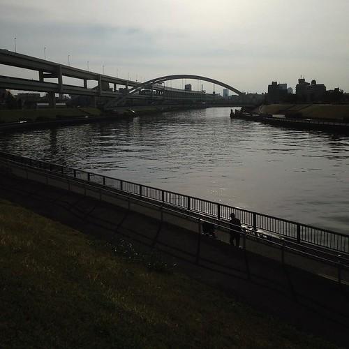 としまばし。橋の写真を撮ってると、なかなか進まない。