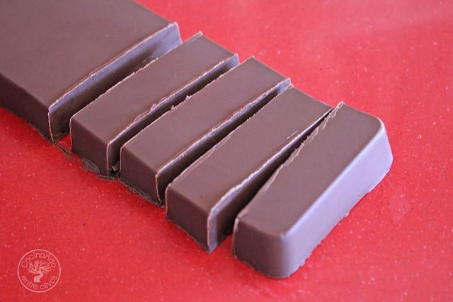 Bombones de chocolate, aove, guindilla y sal www.cocinandoentreolivos.com (11)
