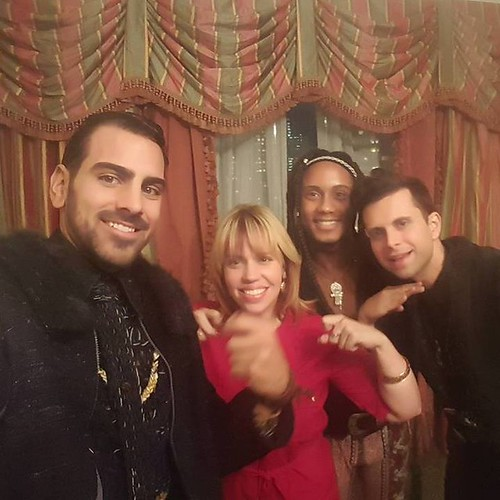 Thats-a-wrap-sign-language-Nyle-Dimarco-jior-couture