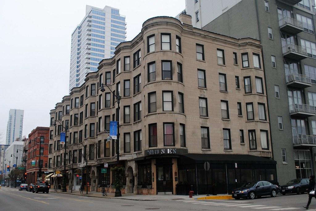 Hotels Near Cadillac Palace Theatre