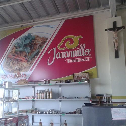 Pues una parada a desayunar en el camino de Guadalajara a Durango llevamos 4 hrs de camino y 300 km de recorrido nos faltan 370 km todavia estamos a 80 km de llegar a Zacatecas