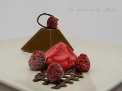 Pirámide de chocolate con interior de toffe 1
