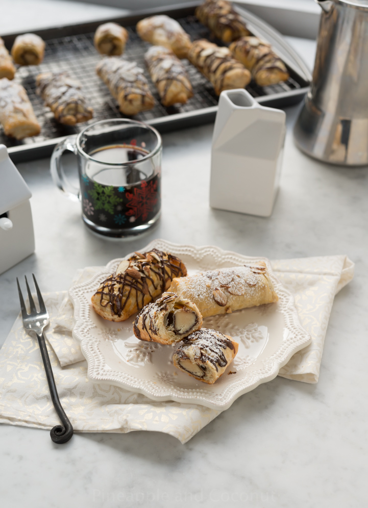 Petit Pains au Chocolat aux Amandes (Simple Petite Chocolate Almond Croissants) www.pineappleandcoconut.com #christmasweek