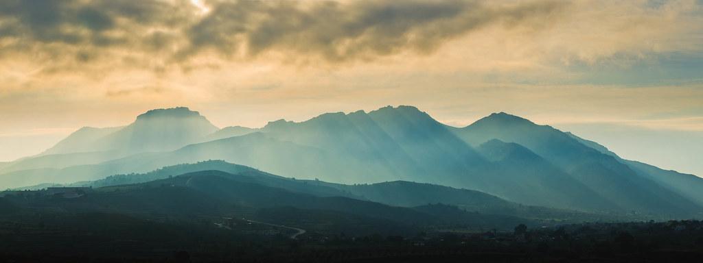 Monte de El Roldan con neblinas