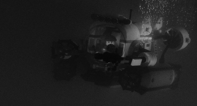 deep sea explorer (monochrome)