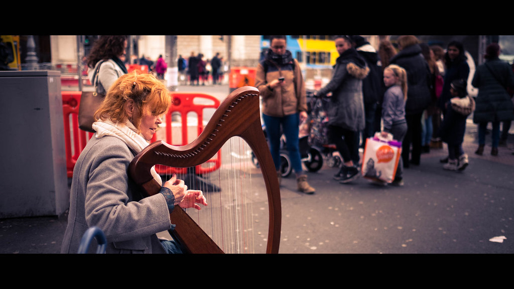 The harpist - Dublin, Ireland - Color street photography