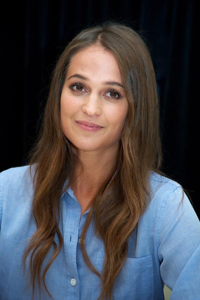 Алисия Викандер — Пресс-конференция «Девушка из Дании» на «TIFF» 2015 – 20