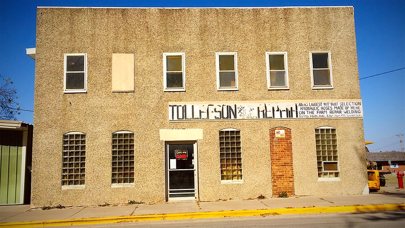 289/365. tollefson repair - home of a great sign and Genuine Local Characters.
