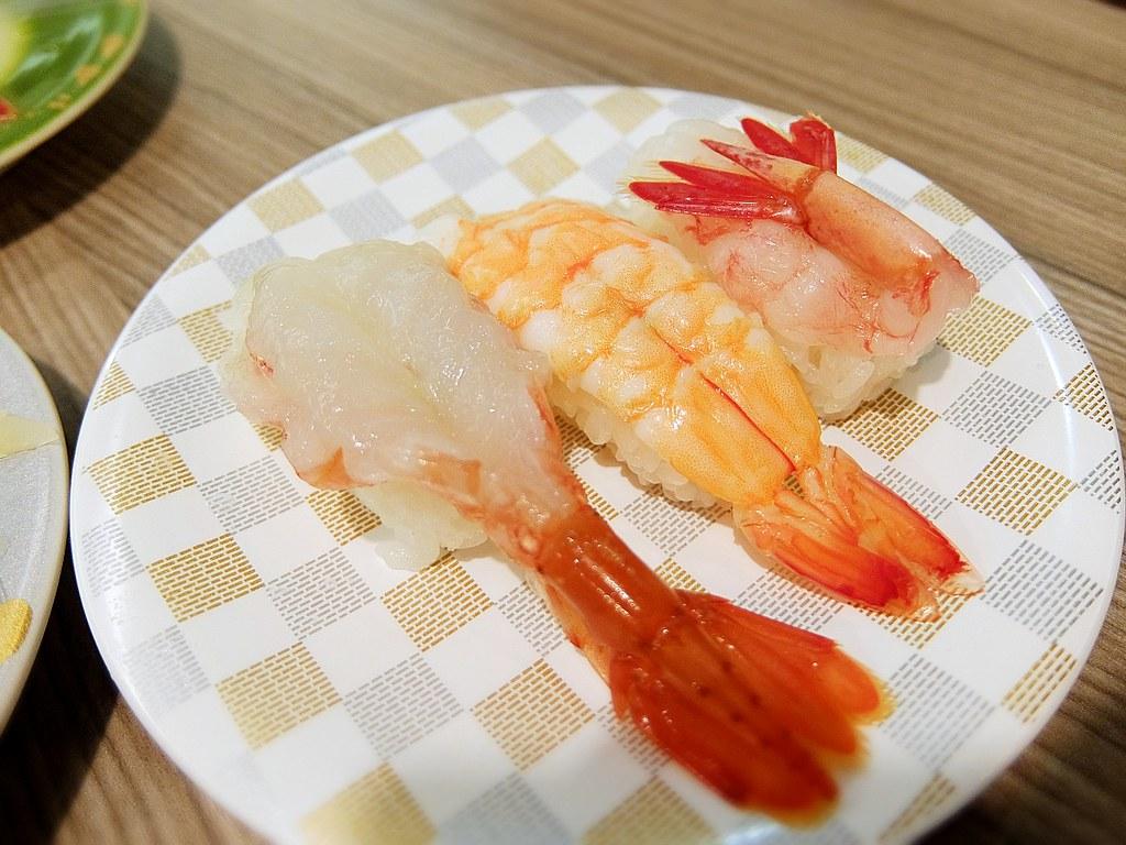 這一盤要220元喔! 其中貴的就是牡丹蝦...