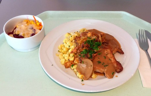 Swabian dish - Pork steaks with mushroom sauce, cheese spaetzle & roast onions / Schwabenteller - Schweine-Minutensteaks mit Schwammerlsauce, Käsespätzle & Röstzwiebeln