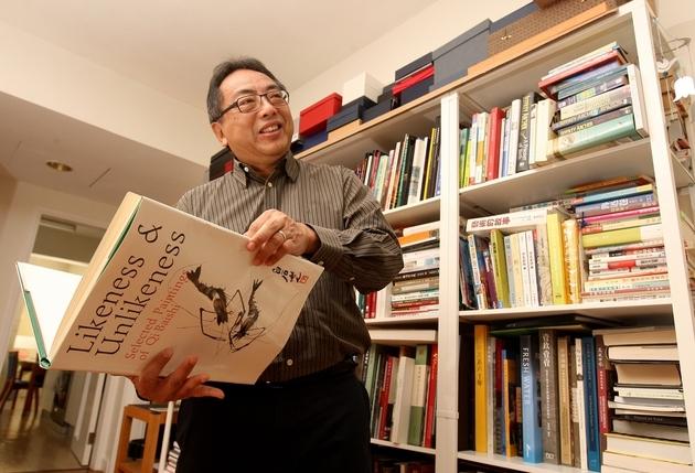徐立之的父親擅長繪畫,師從國畫大師齊白石,徐說自己沒遺傳父親的繪畫天份,但愛書之一是齊白石的畫集《Likeness & Unlikeness》。相片來源:經濟日報資料室