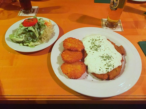 Hessian sour ream schnitzel with hash browns / Hessisches Schmandschnitzel mit Röstis