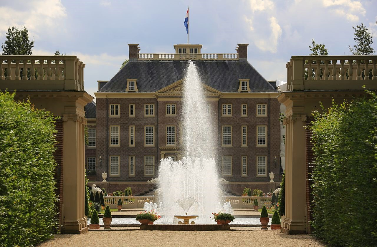Het Loo Palace from the garden. Image credit Hans A. Rosbach