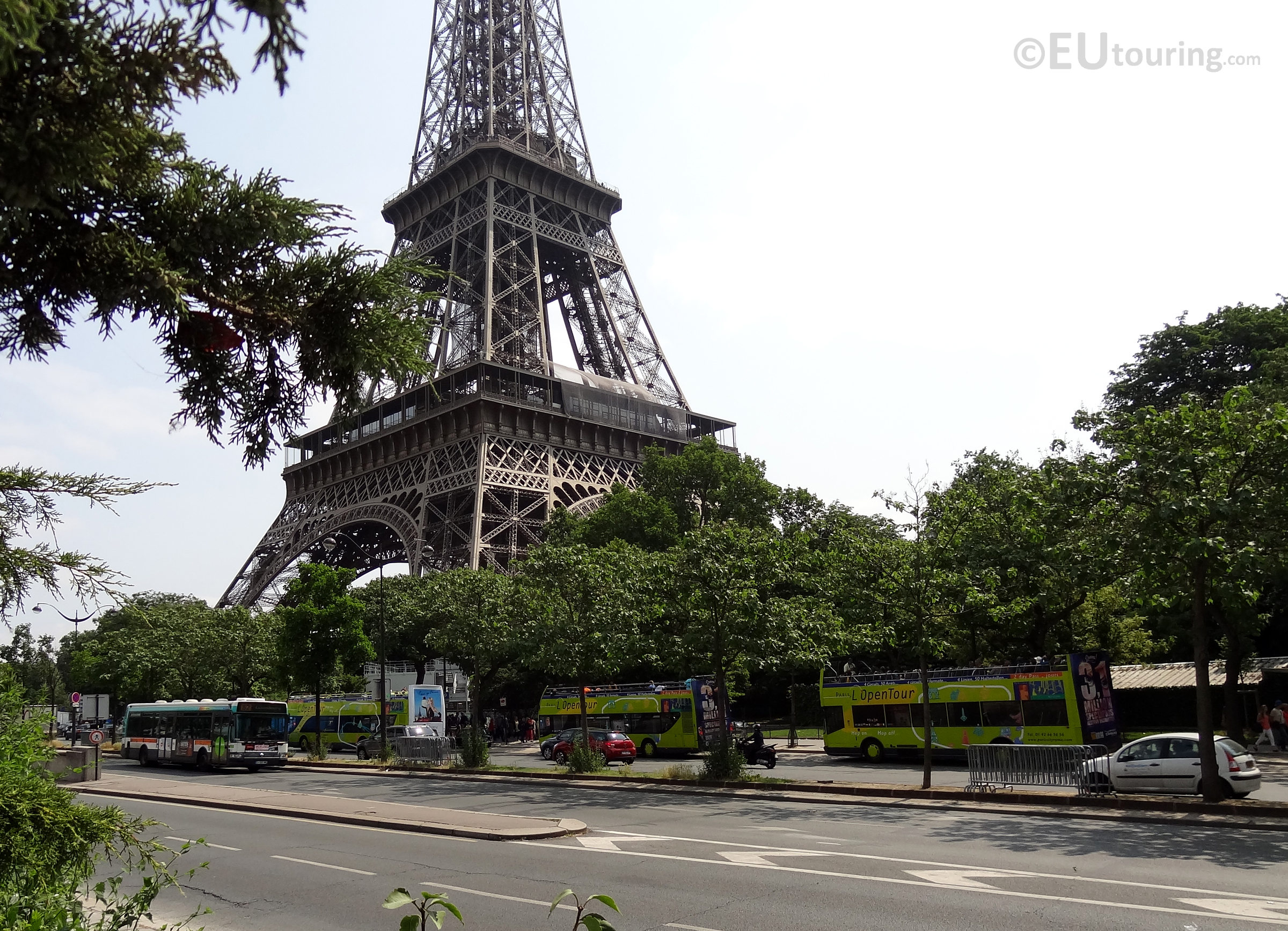 l'OpenTour stop beside the Eiffel Tower