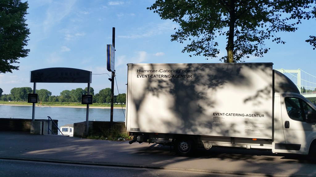 """#HummerCatering #vorhernachher #mobile #Cocktailbar #Barkeeper #Cocktail #Catering #Service #Köln #Firmenfeier #Partyservice #Party #Sommerfest #sommer http://goo.gl/oMOiIC • <a style=""""font-size:0.8em;"""" href=""""http://www.flickr.com/photos/69233503@N08/20754462942/"""" target=""""_blank"""">View on Flickr</a>"""