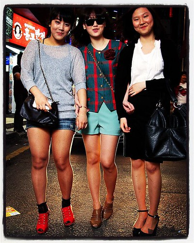 Throwback Seoul Street Fashion: Shinchon Girls, Shinchon, Seoul, 2011.