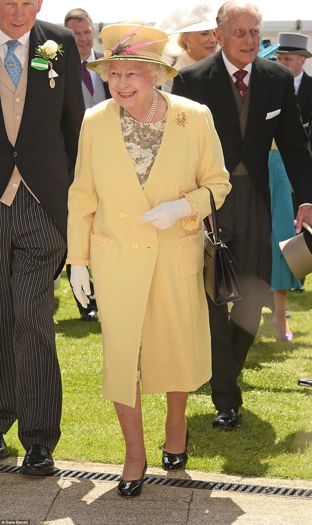 yellow-long-coat-with-floral-dress-yellow-hat, yellow autumn coats, autumn coats, must have coats, must have autumn coats, must have winter coats, yellow fall coats