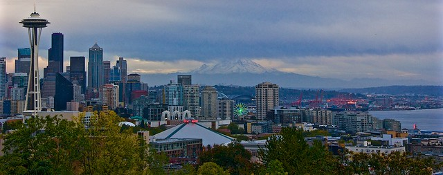 Seattle panorama with Mount Rainier in the background