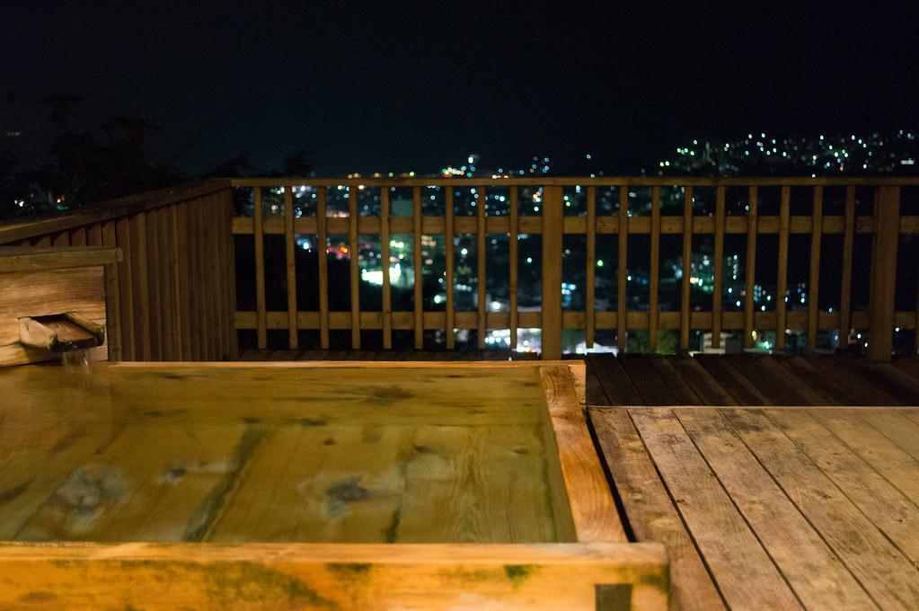 南山荘 紫乃、部屋付き露天風呂から見る夜景