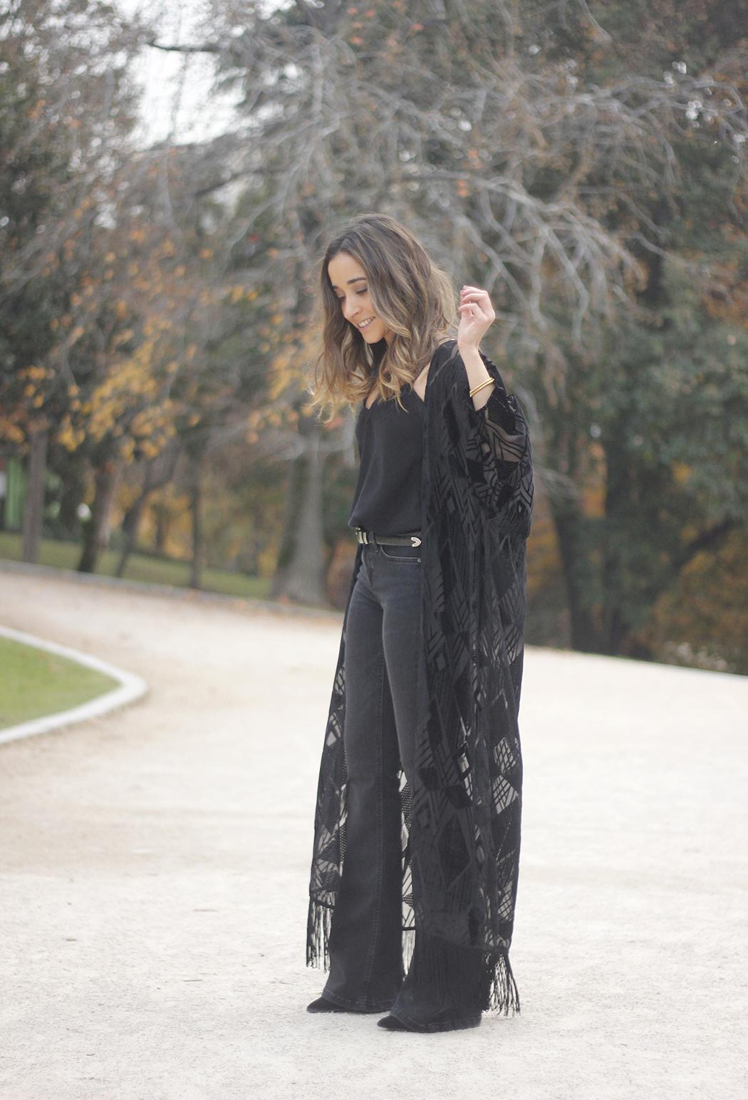 Black Kimono Black flared jeans outfit15