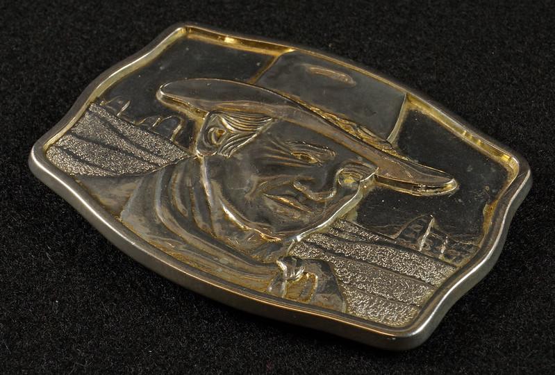 RD15030 John Wayne Belt Buckle Man of the Golden West Olde New England Mint 1985 with Certificate DSC07249