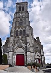 Eglise Aizenay panoramique exterieur