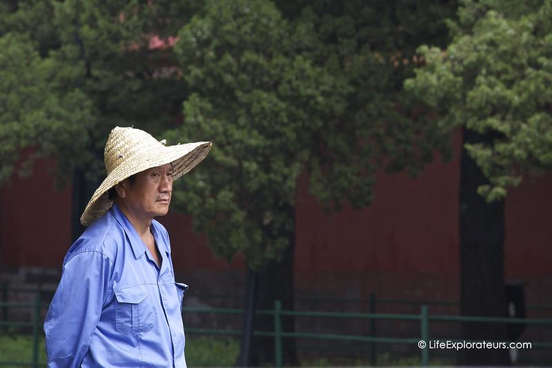 Beijing_Forbidden_City_man