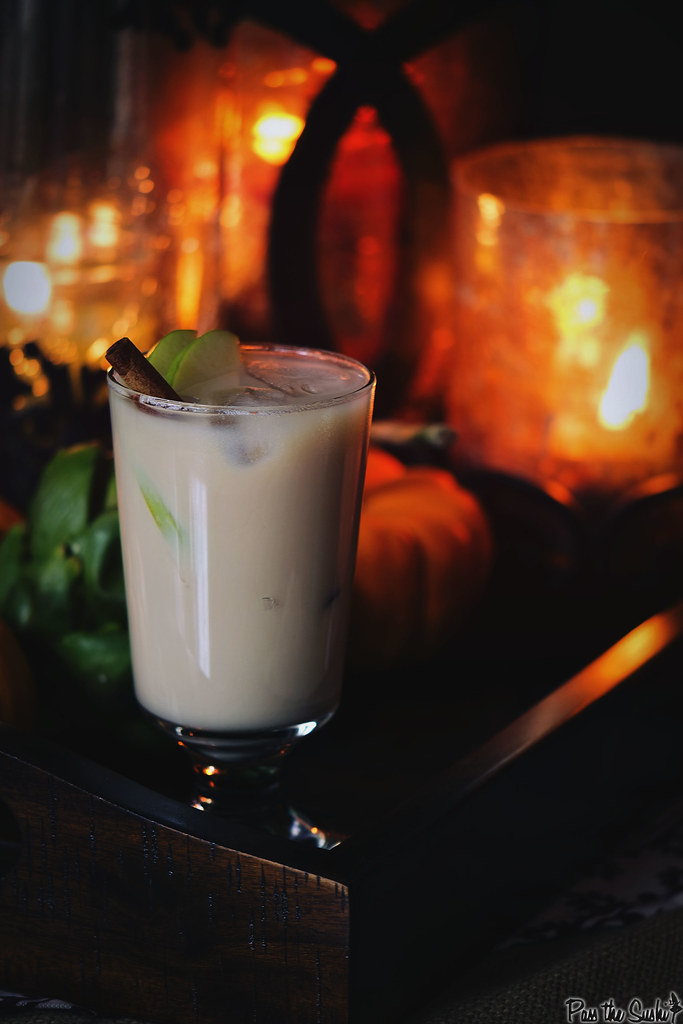 Caramel Spiked Apple Chai Cocktail Recipe - an unexpected cocktail for entertaining this season \\ PasstheSushi.com