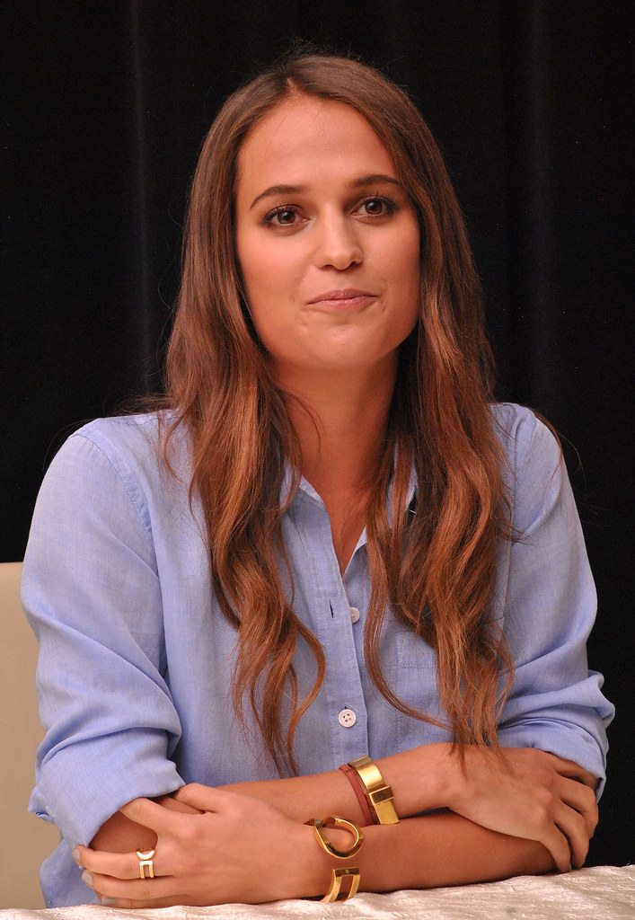 Алисия Викандер — Пресс-конференция «Девушка из Дании» на «TIFF» 2015 – 45