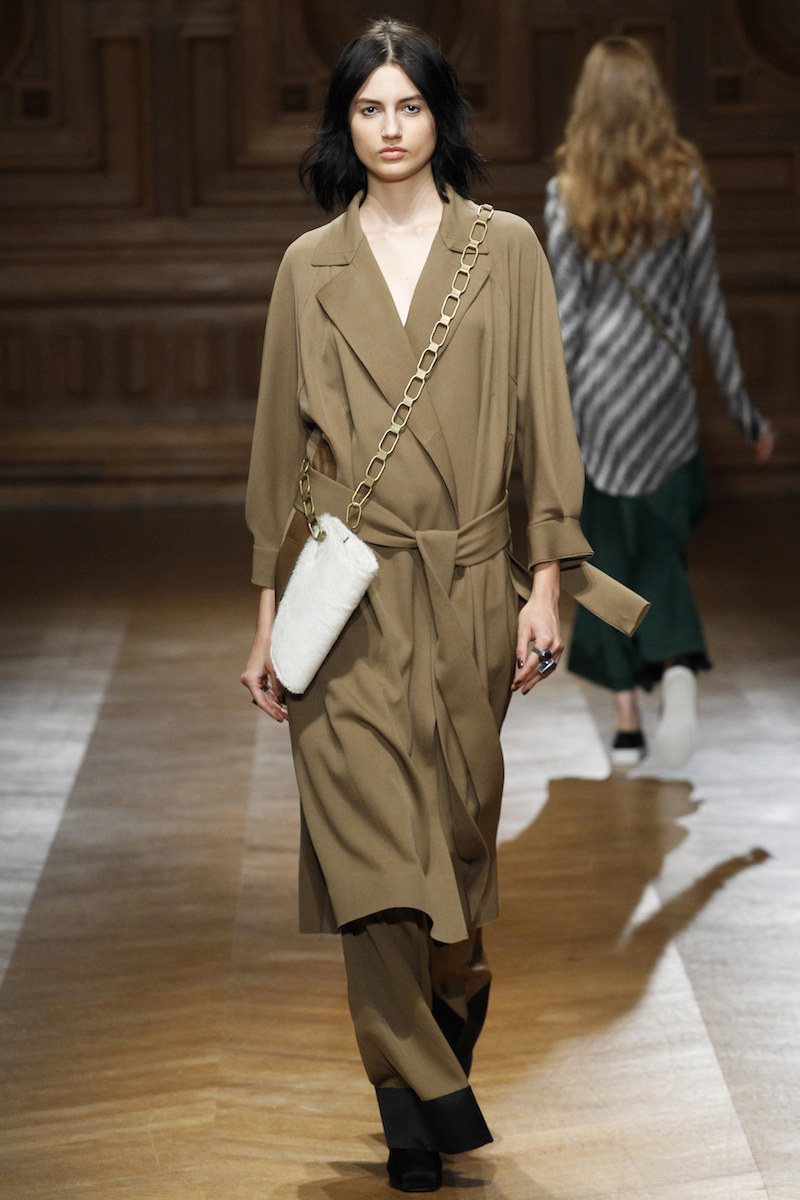 SHARON WAUCHOB SS16 tan trench chain bag