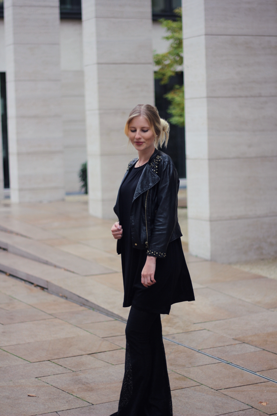 outfit frankfurt blogger black flare pants leather noisy may
