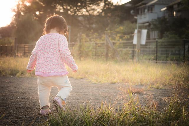 娘と一緒に夕暮れ散歩