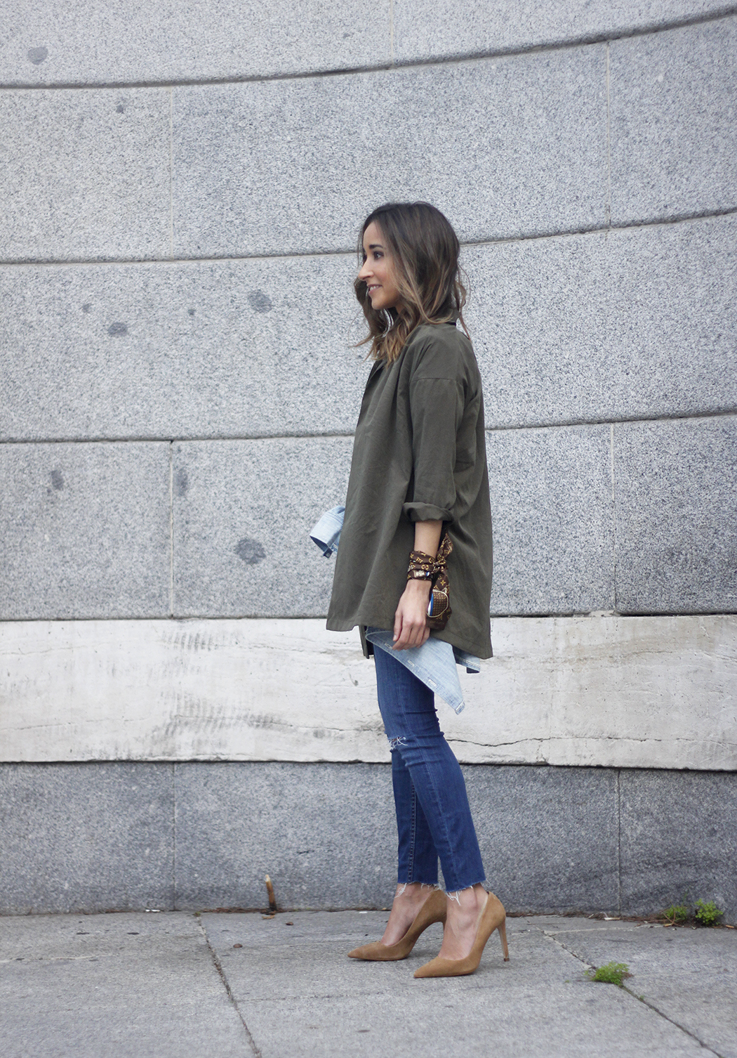 army green shirt jeans nude heels uterqüe purse outfit01