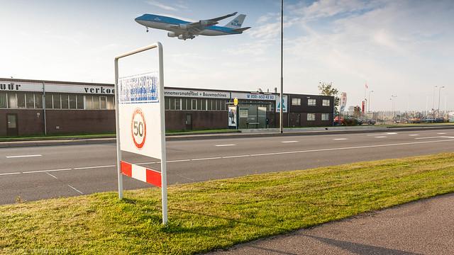 KLM 747-400 on short final for runway 06