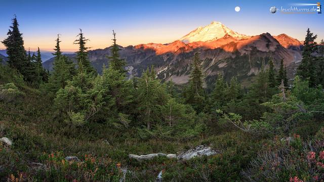 Alpenglow on Mount Baker
