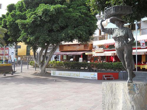 Plaza del Pescadora, Los Cristianos